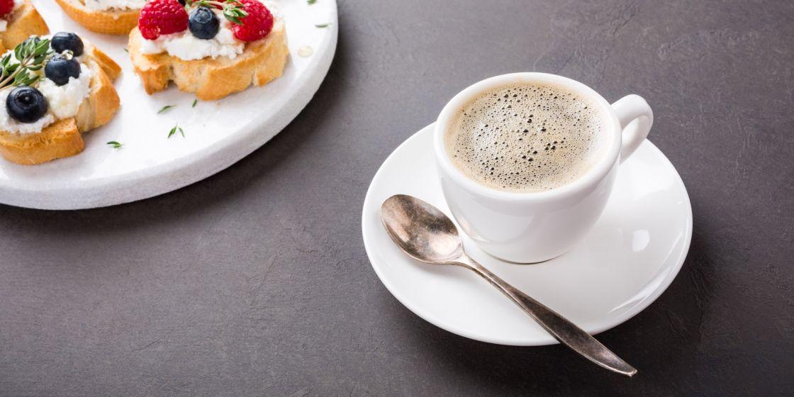 distribuidores de café para hosteleria taza de café con postre Bgrup