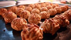 Receptes de tardor: prepari uns deliciosos panellets i serveixi-l's al seu restaurant.