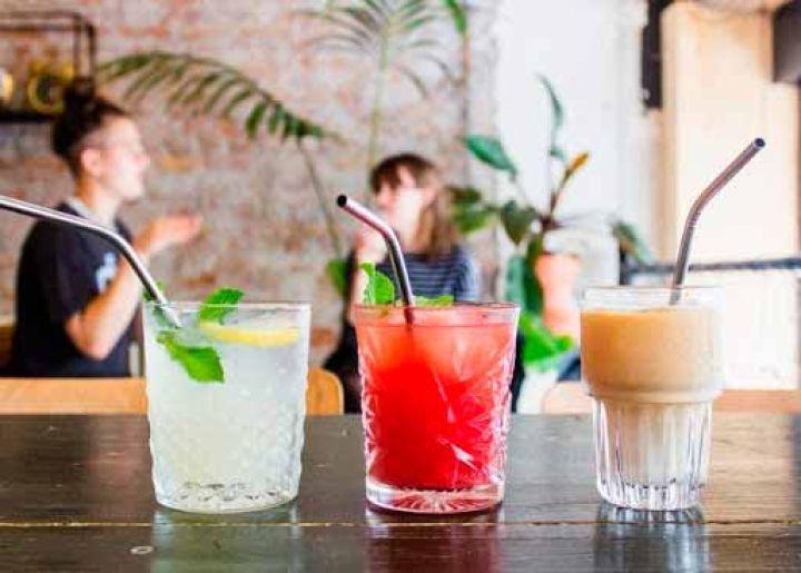 detalle de diferentes zumos de sabores al por mayor