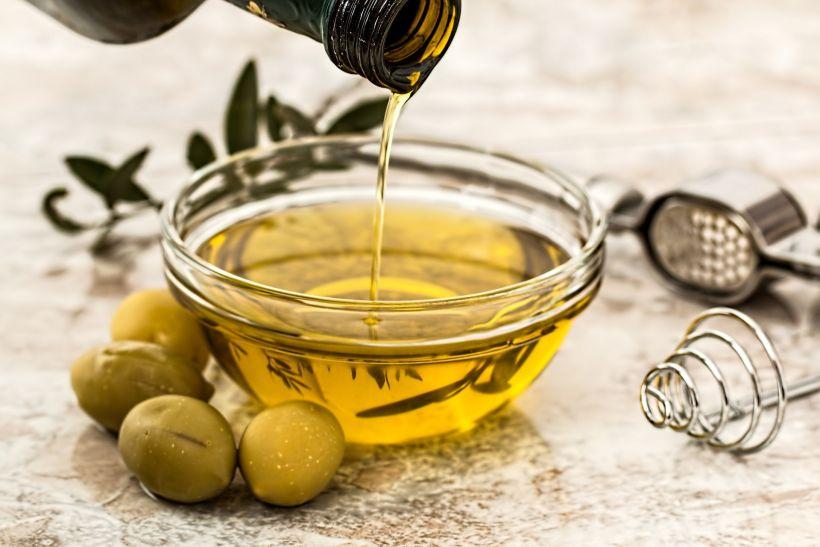 L'oli d'oliva, l'aliment que representa la dieta mediterrània