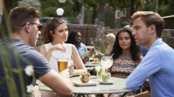 Distribuidores de bebidas para bares: ¿Qué necesita?