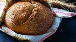 Añada a su lista el comprar harina para hacer pan en casa con la receta de B-Grup