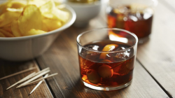 Comprar vermut online: mejore su oferta de aperitivos ahora que llega el calor
