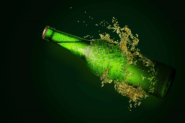 botella de cerveza verda distribuidor cerveza alhambra